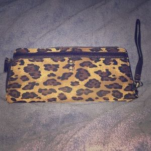 I'm selling this leopard wallet